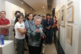 Raquel Tibol comparte su ´tesoro´ en la UANL