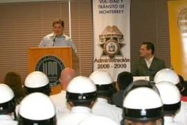 Capacitan a oficiales de Tránsito de Monterrey para servir mejor