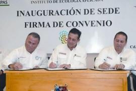 Firma Eugenio convenio con UAT