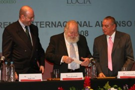Recibe Ernesto de la Peña premio Alfonso Reyes 2008