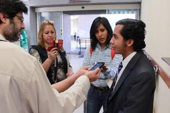 :: Ante los periodistas de la fuente del Congreso de Nuevo León, Emiliano Daniel expuso los argumentos que fundamentan su propuesta.