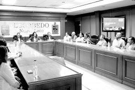 Presenta Clara Luz comité de becas