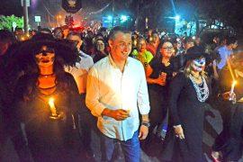Viven callejoneadas en Festival de la Catrina en centro de  García