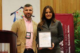 Dan a Clara Luz Flores reconocimiento internacional por protección a los menores