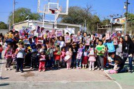 Dibujan sonrisas en niños en situación vulnerable